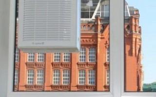 Оконный вентилятор: реверсивный, вытяжной и осевой варианты, использование конструкции с крышкой в холода, отверстие в стеклопакете под бытовые модели