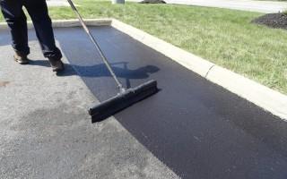 Жидкий асфальт – практичное решение для ремонта дорог и тротуаров