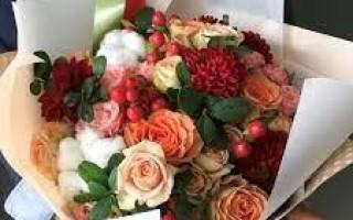 Как выбрать роскошные цветы для девушки?